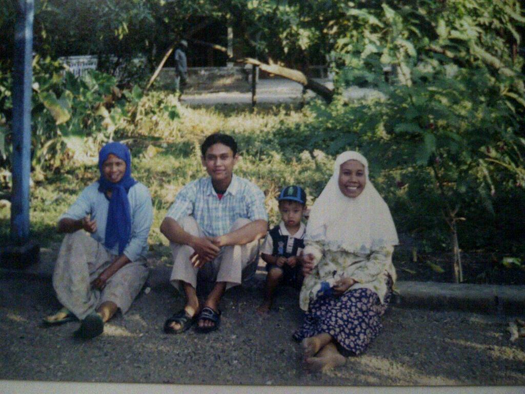 Ali Mustika Sari Bersama Mak Adik dan Young Tin