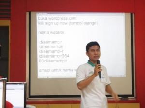 Ali Mustika Sari Dalam Pelatihan Membuat Blog Bersama LDII Surabaya
