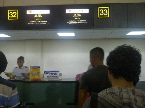 Antrian Di Bandara Juanda