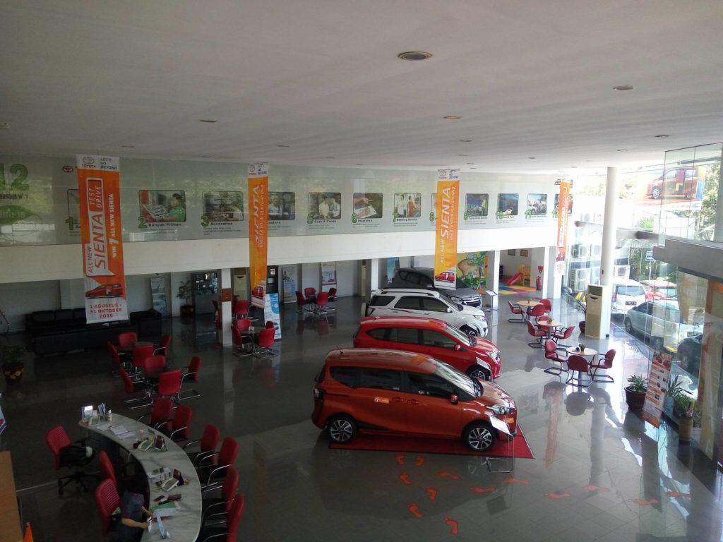 Ruang Tengah Dealer Auto2000 Jemursari Surabaya