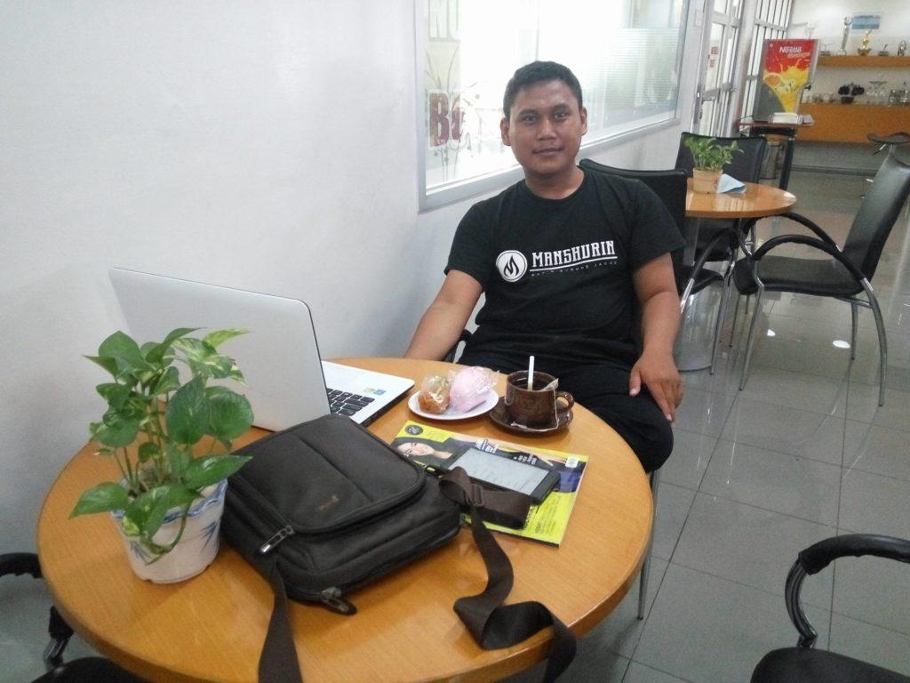 Ruang Tunggu Dealer Auto2000 Jemursari Surabaya