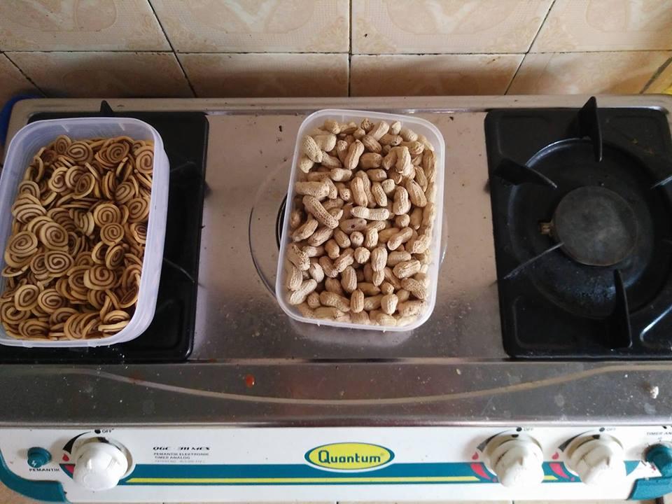 Cara Menghilangkan Semut pada Makanan Versi Orang Jawa dengan di Taruh di Atas Kompor