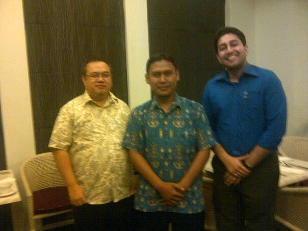 Foto Bersama Pak Yohanes Dan Mr Kavin General Manager NComputing dr Singapore