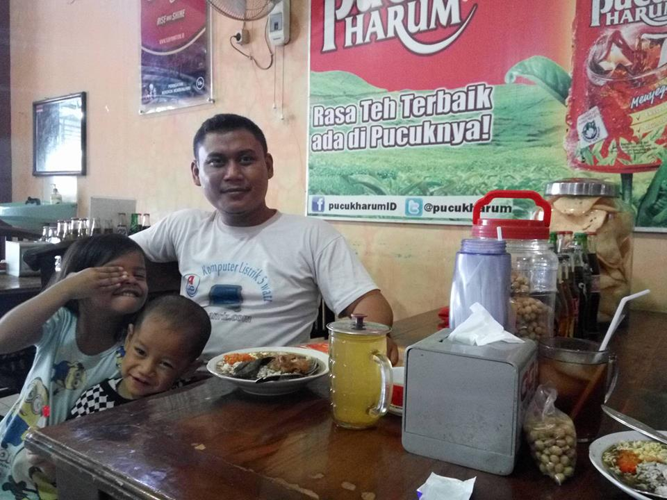 Makan Rawon Daging di Depot Mila Krian Sidoarjo