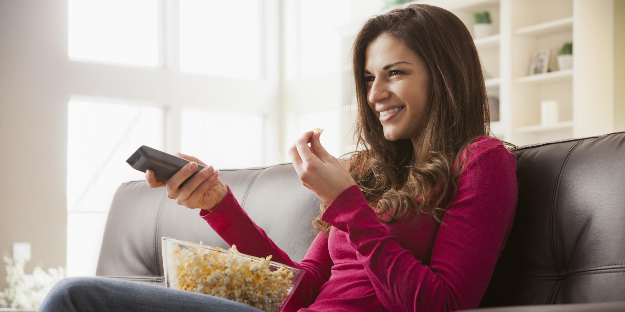 Bagi Konsentrasimu Dengan Mengunyah Makanan Saat Nonton Film Horor