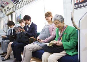 Hargailah Orang yang ada di Sekitarmu dengan Menerapkan Etika dalam Transportasi Umum ini!