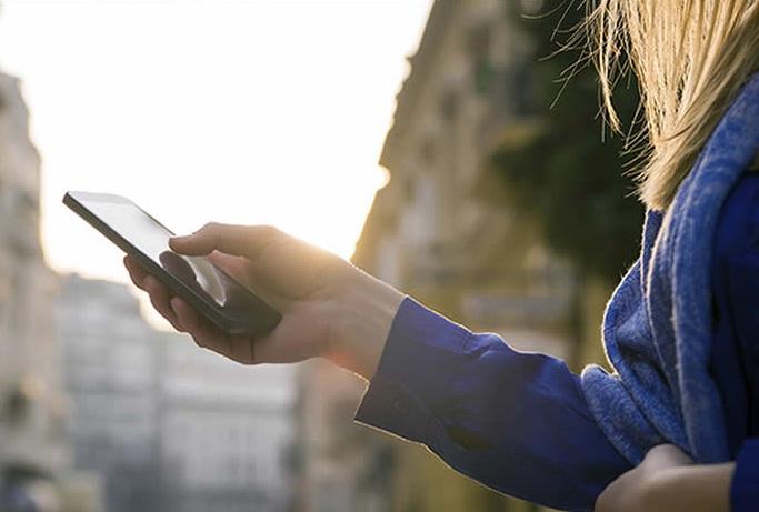 Tips Mengurangi Bahaya Radiasi Smartphone