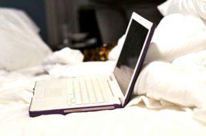 Merusak Laptop