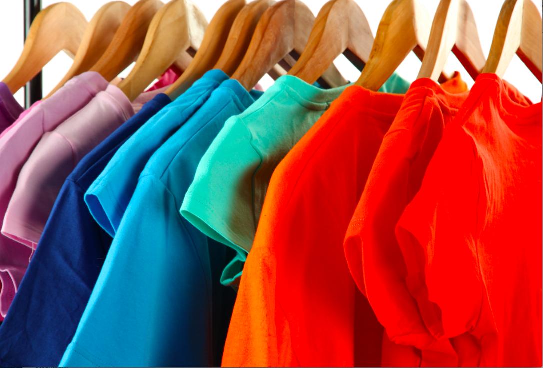 Menyimpan Baju Dengan Warna Yang Sama