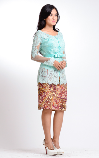 Model-Kebaya-Paduan-Rok-Batik-Pendek