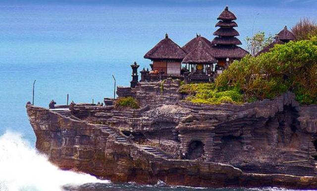 tempat bersejarah yang ada di indonesia yang paling populer